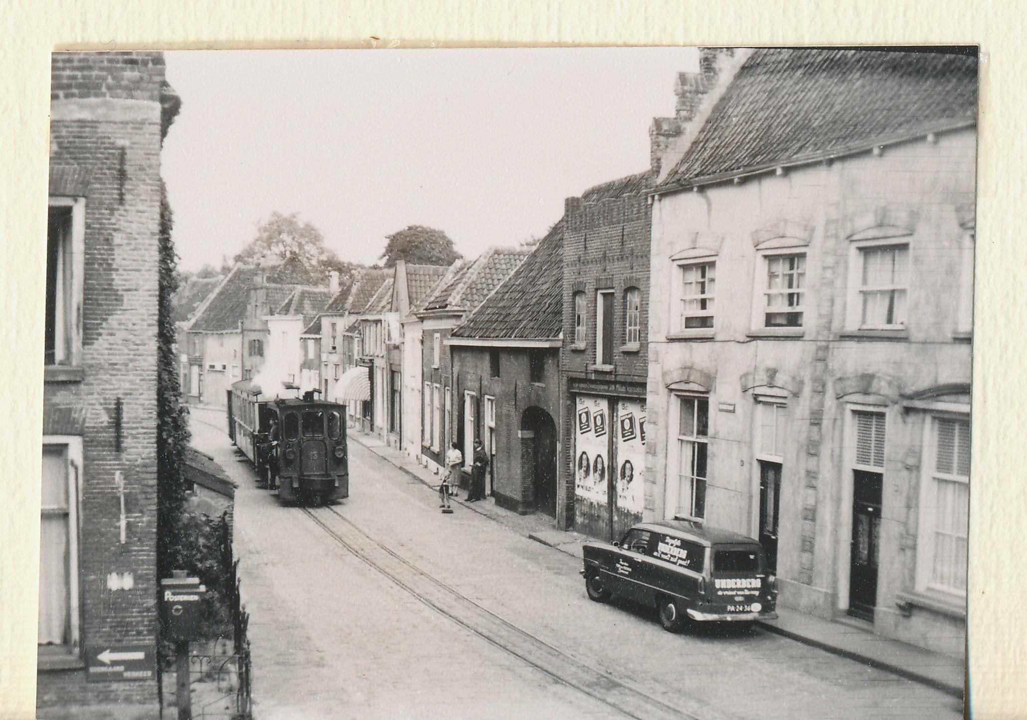 https://www.liemersverleden.nl/wp-content/uploads/2018/10/Tram-in-Doesburg-01.jpg